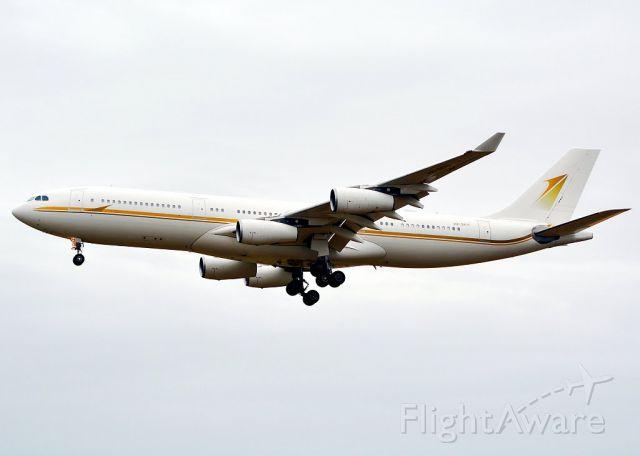 Airbus A340-200 (HZ-SKY1)