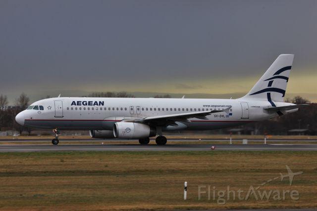 Airbus A320 (SX-DVL)