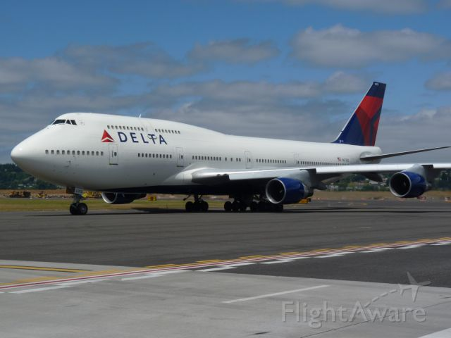 Boeing 747-400 (N673US) - Because of a back up in frt caused by broken planes, Delta sent in a 744 to take it all to Narita. Frt maxed out and only 67 passengers. Guess you could almost pick your own row.