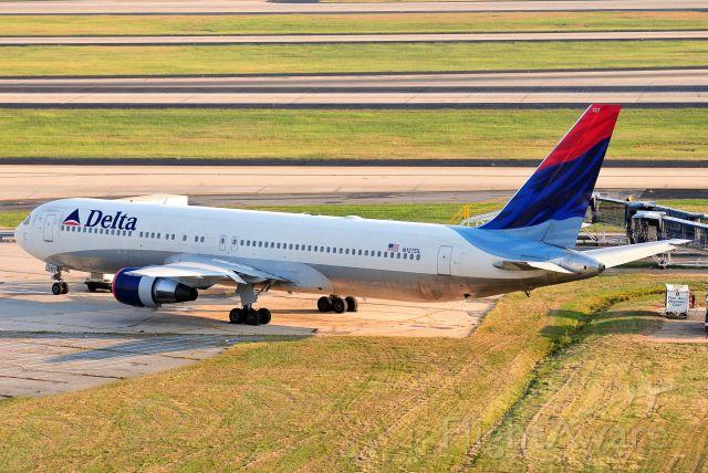 BOEING 767-300 (N127DL) - Seen at KATL on 9/10/2010.