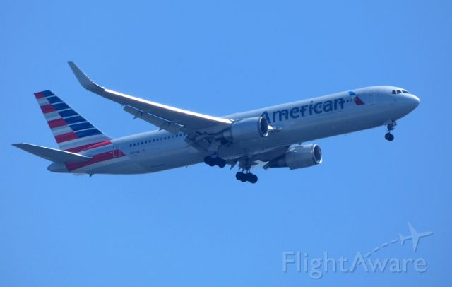 BOEING 767-300 (N391AA) - Shown here is an American Airlines Boeing 767-300 on final in the Spring of 2018.