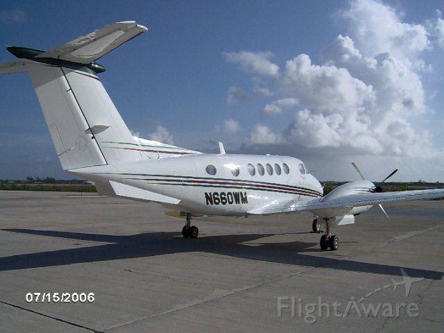 Beechcraft Super King Air 200 (N660WM)