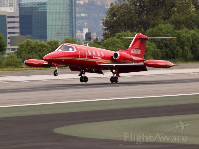 Learjet 25 (N25PW) - N25PW arriving on RWY 21