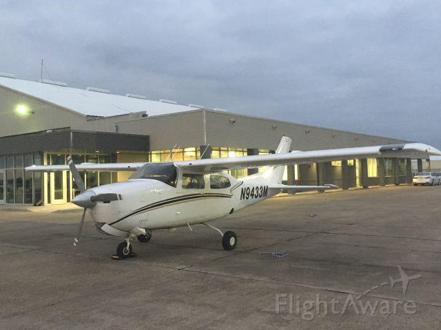 Cessna Centurion (N9433M)
