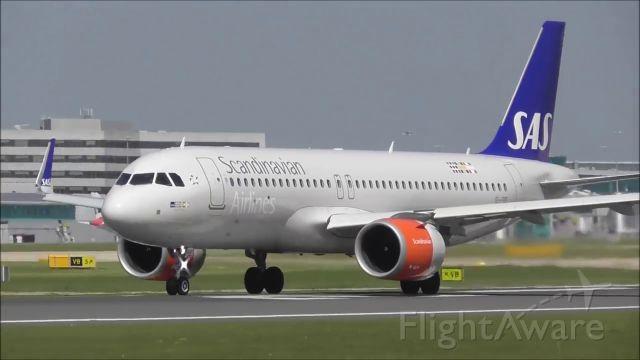 Airbus A320 (EI-SIE) - takeoff from R23L