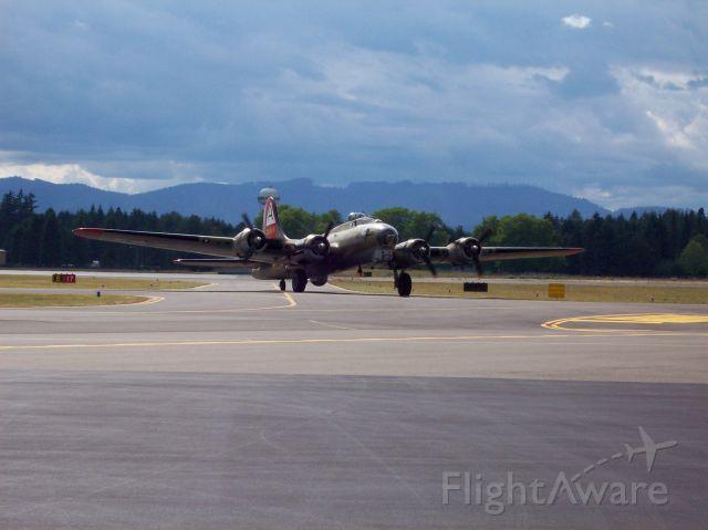 Boeing B-17 Flying Fortress (N93012) - 2007 Olympia Washington