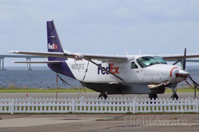 Cessna Caravan (N973FE) - On the ramp at Dare Regional
