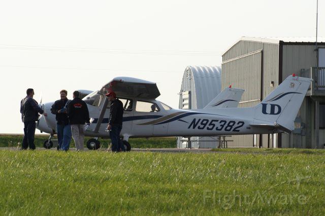Cessna Skyhawk (N95382)