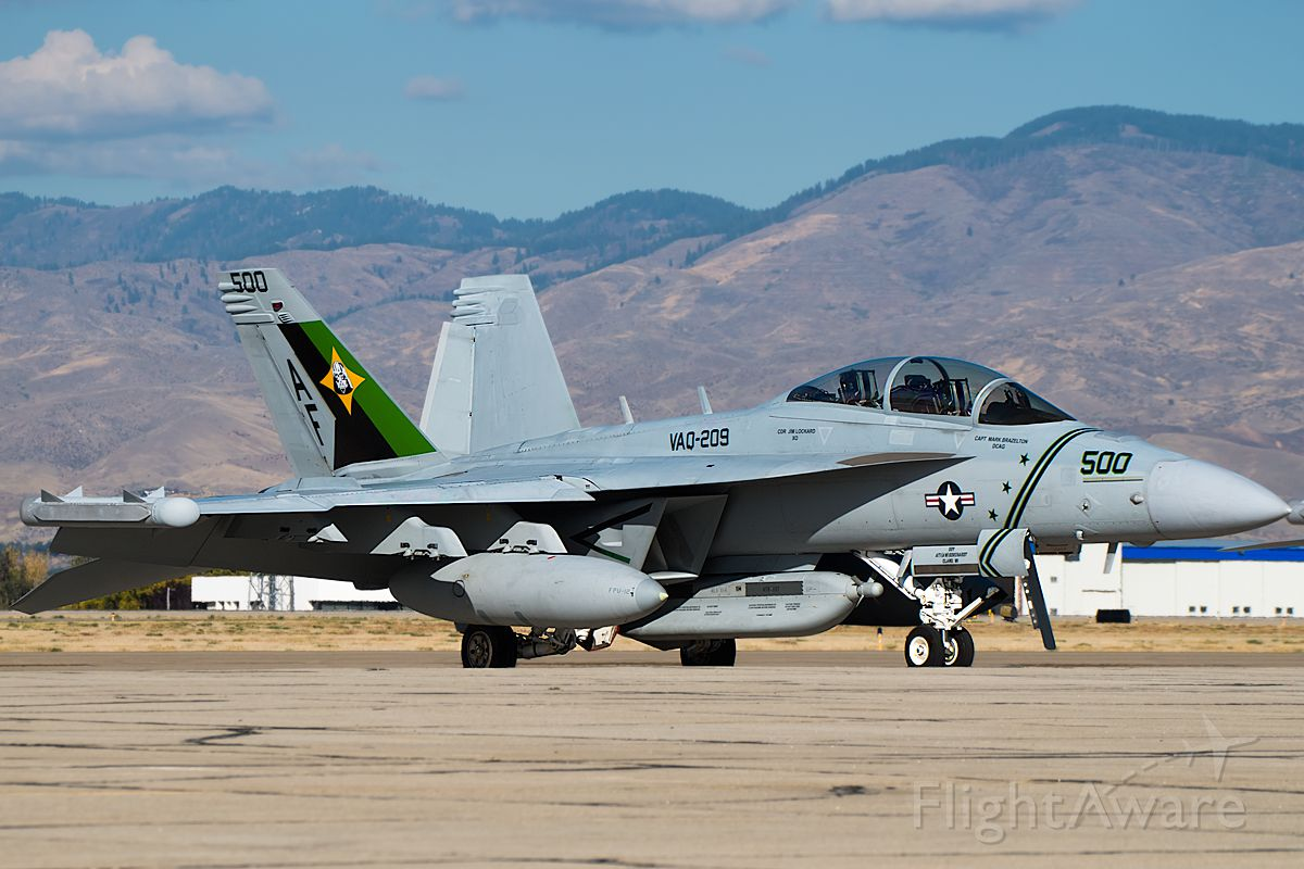 16-6895 — - VAQ209 Star Warriors CAG sitting in BOI.  Note the Darth Vader emblem on the tail. Full Photo: a rel=nofollow href=http://www.airliners.net/photo/USA---Navy/Boeing-EA-18G-Growler/2725597/L/&sid=60031b88b4d648c0db925fb9b5f10f10http://www.airliners.net/photo/USA---Navy/Boeing-EA-18G-Growler/2725597/L/&sid=60031b88b4d648c0db925fb9b5f10f10/a