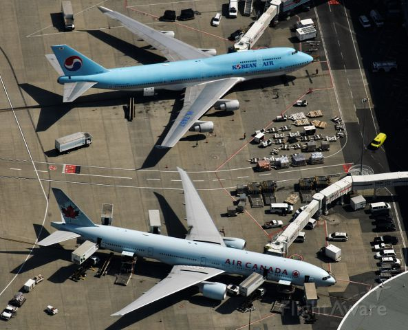 HL7487 — - 747 and 777 at CYVR