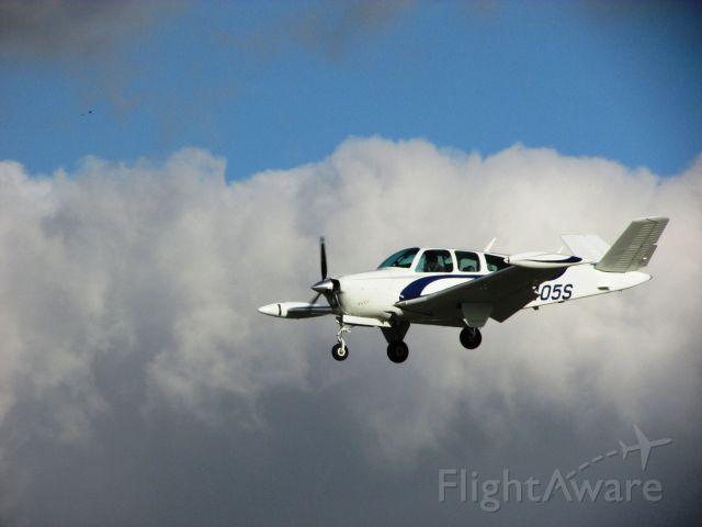 Beechcraft 35 Bonanza (N9405S) - Landing RWY 30