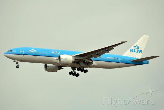 Boeing 777 (PH-BQA) - KLM 617 Heavy from Amsterdam