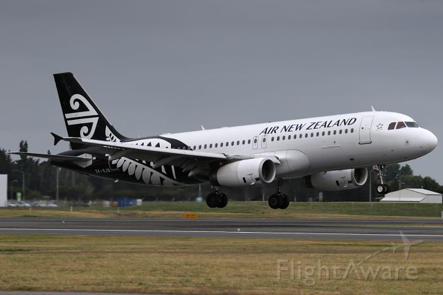 Airbus A320 (ZK-OJQ) - NZ515  from AKL<br />on 25 December 2016
