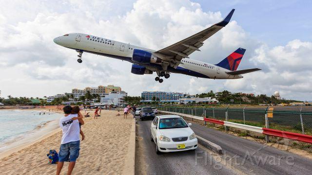 Boeing 757-200 (N665DN) - take off in 28