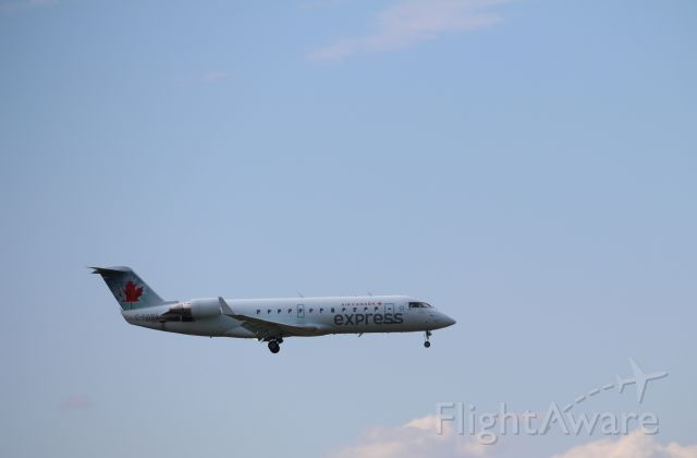 Canadair Regional Jet CRJ-200 (C-FWRS) - CRJ-200