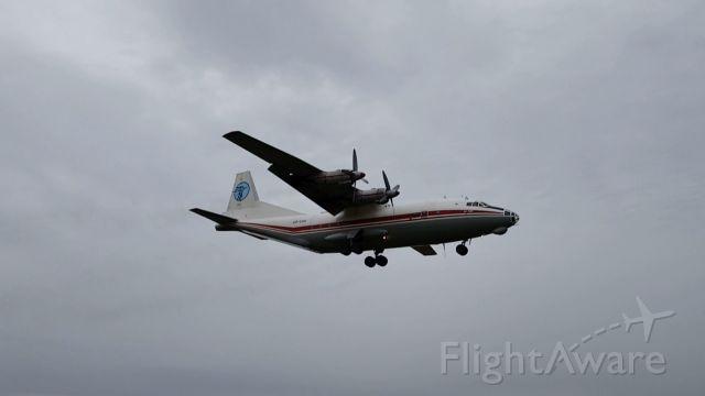 Antonov An-12 (UR-CAH) - Attérrissage dun Antonov An-12 de Ukraine Air Alliance à Vatry (Partie 2)