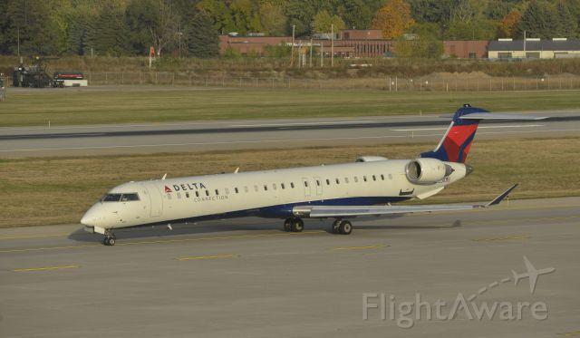Canadair Regional Jet CRJ-900 (N813SK) - Taxiing at MSP