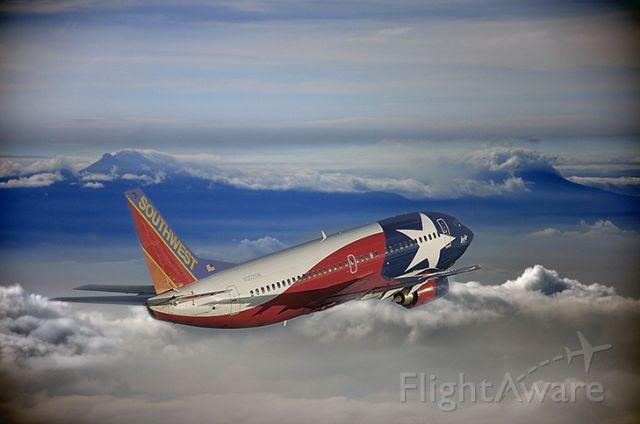 Boeing 737-700 (N352SW) - In flight.