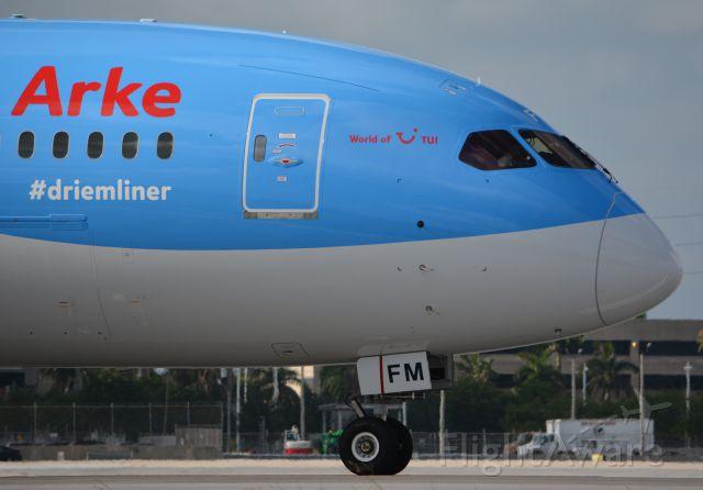 Boeing 787-8 (PH-TFM) - Lining up on RWY 8R
