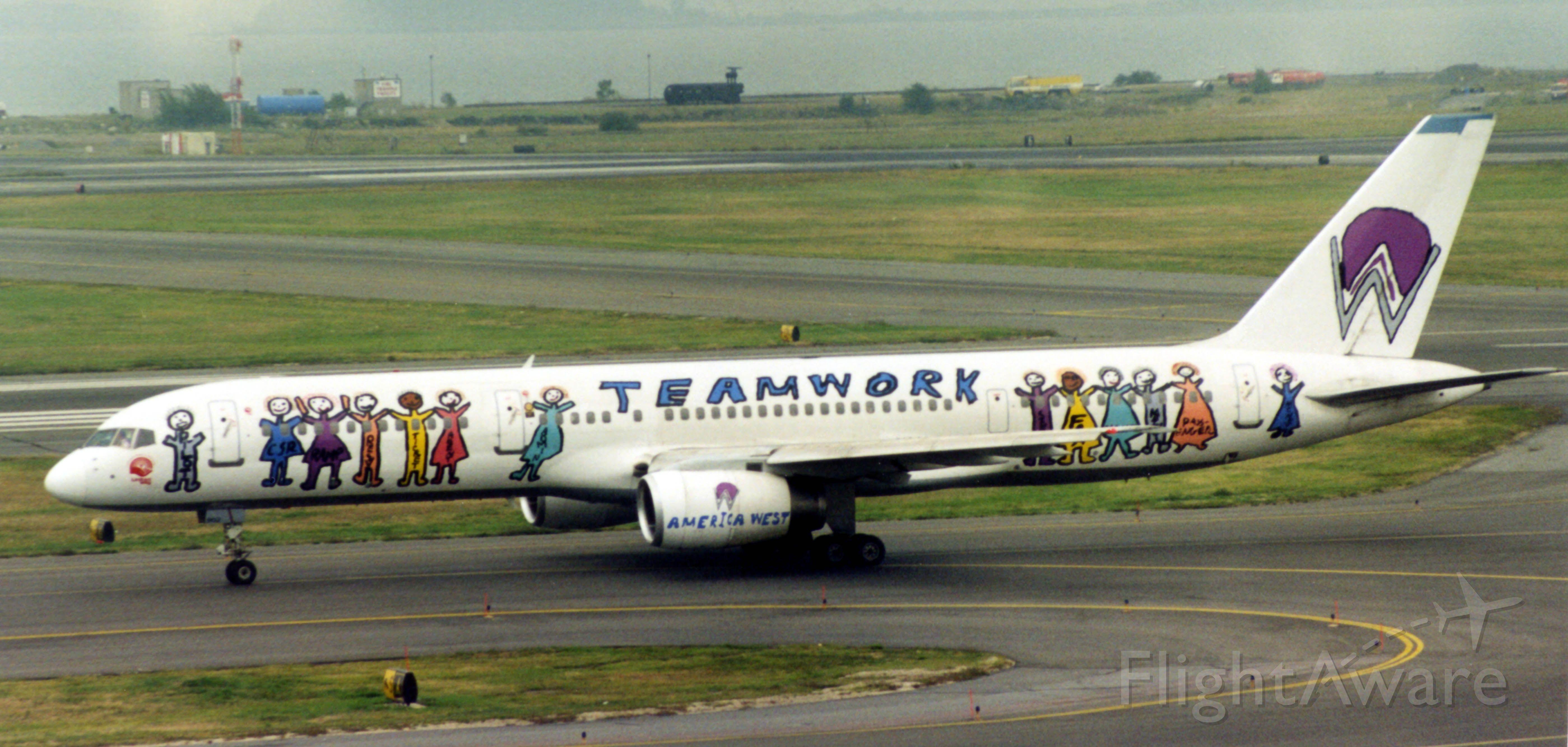 Boeing 757-200 (N902AW)