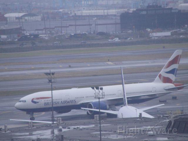 Boeing 777-200 (G-ZZZB)