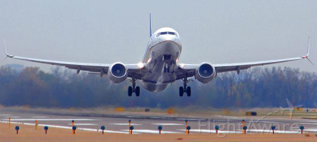 Boeing 737-800 (N73275)