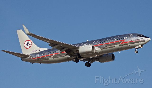 """Boeing 737-800 (N905NN) - The Astrojet arriving into DFW on a brisk winter afternoon. Personally my favorite AAL livery of all time! (as normal, view in """"full"""" size for best quality)"""