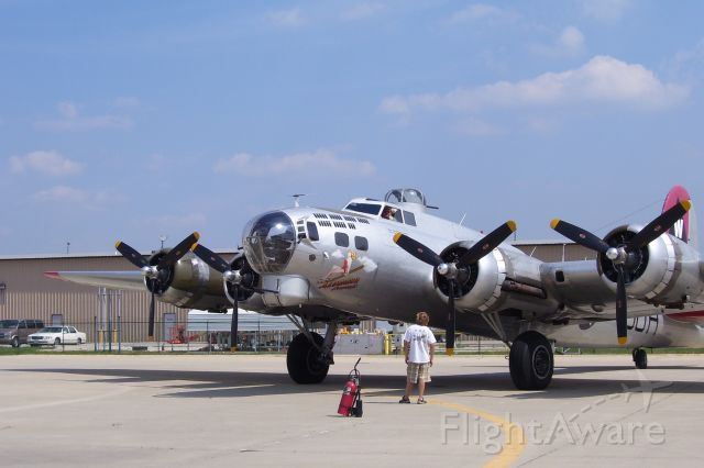 Boeing B-17 Flying Fortress — - Big, powerful pride of the USA.