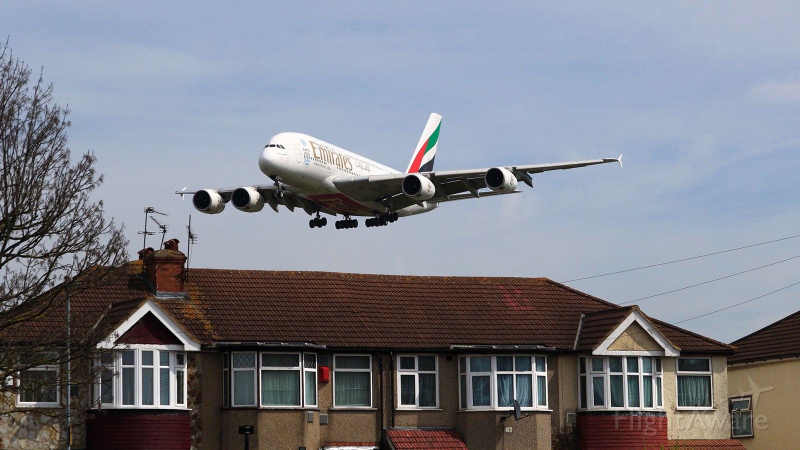 Airbus A380-800 (A6-EDL) - Myrtle Avenue