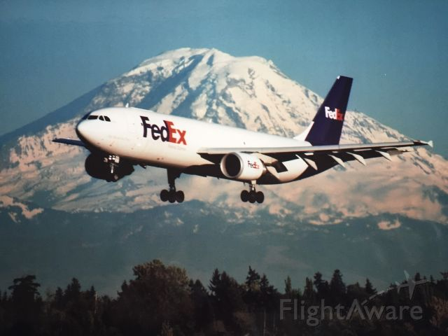UNKNOWN — - FedEx flight from Memphis landing in front of Mt. Rainier at SeaTac Int'l