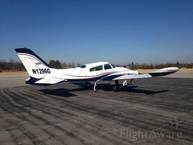 Cessna 310 (N1296G)