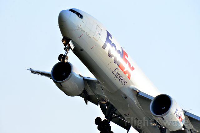 BOEING 777-200LR (N861FD)