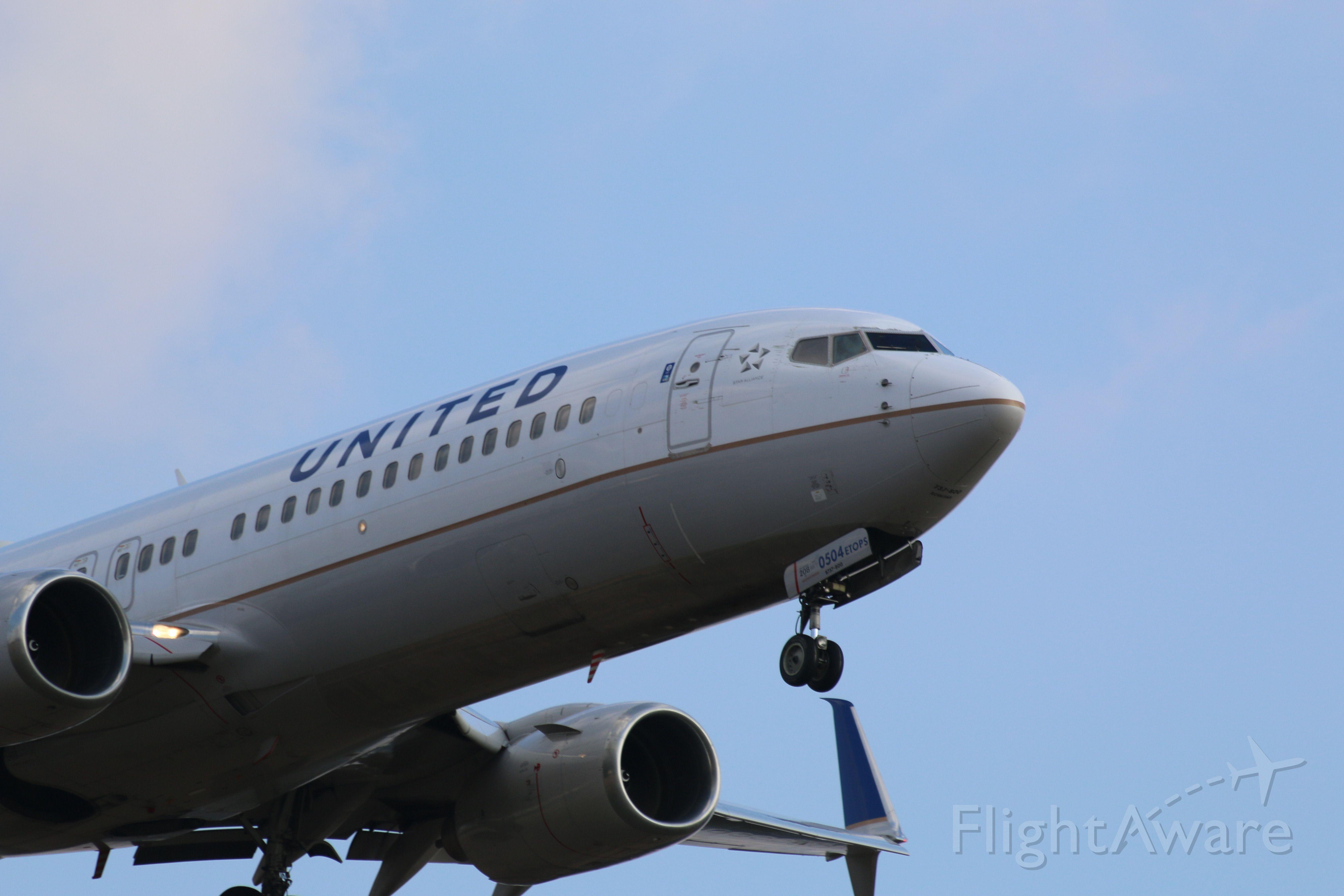 Boeing 737-700 (N76504) - B737 arriving at KIAH on RWY 27