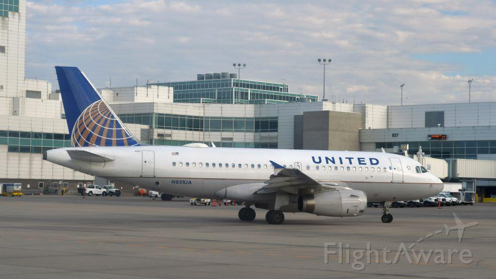Airbus A319 (N851UA) - United Airlines Airbus A319-131 N851UA in Denver