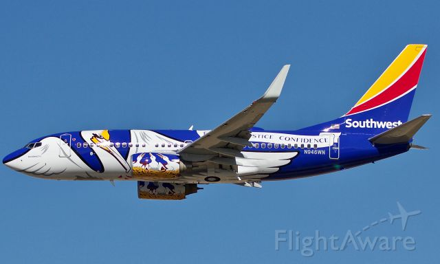 Boeing 737-700 (N946WN) - Today Louisiana One was unveiled as the 12th state themed aircraft to join the Southwest fleet. Here she performing the Southwest traditional flyby of HQ in Dallas