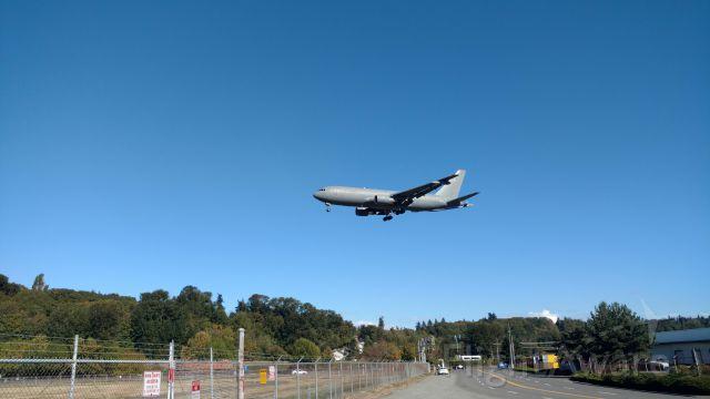 BOEING 767-200 (N462KC)
