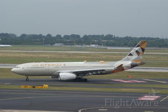 Airbus A330-300 (A6-EYH) - Etihad Airways A330-243 cn729