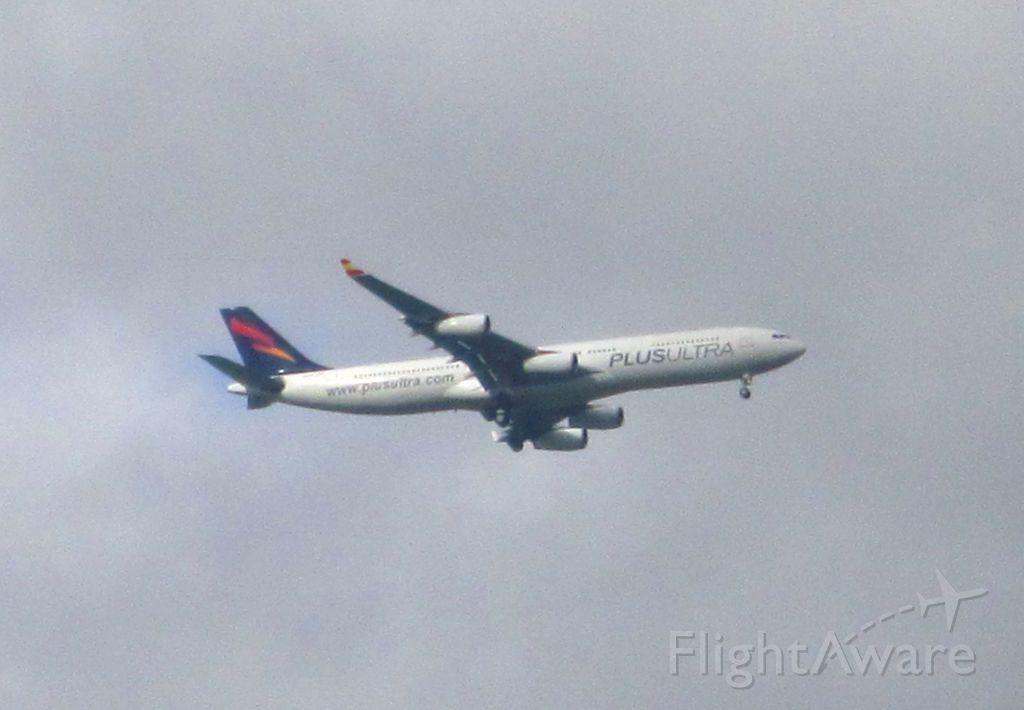 Airbus A340-300 (OE-IAL) - Les entrego esta fotografía de un A340 en estos tiempos de enfermedad esperando que pronto podamos verlos en el aire otra vez cuando todo esto termine