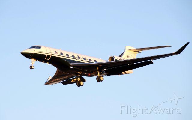 Gulfstream Aerospace Gulfstream G650 (N1F) - GVI (G650) Landing KHOU 30L