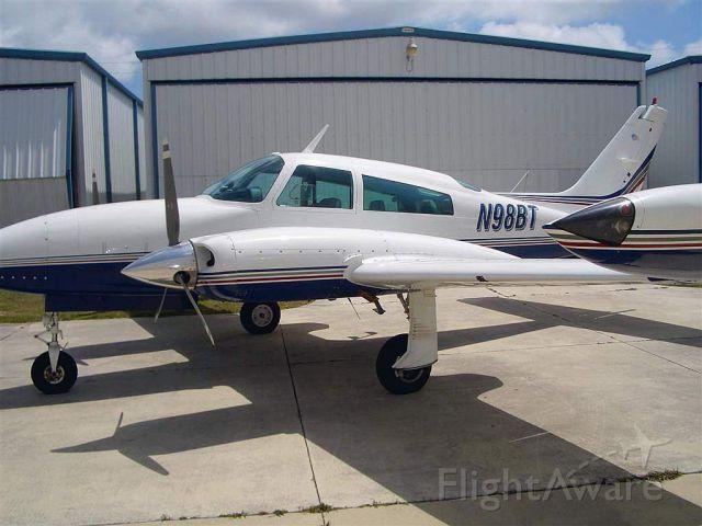 Cessna 310 (N98BT)