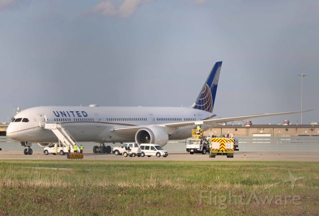 BOEING 787-10 Dreamliner (N16008) - United 295 Heavy, a newer Dreamliner-10, getting refueled on Pad-3 after diverting from SFO to EWR on 21 Aug 2019. Sorry for the chain links in the image. I couldn't quite reach over the top of the fence.