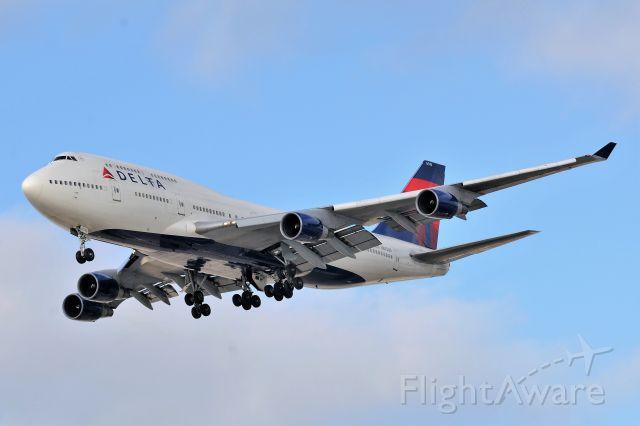 Boeing 747-400 (N670US)