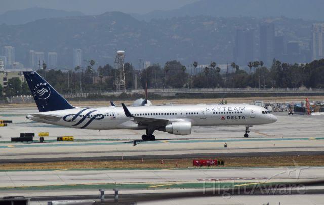 Boeing 757-200 (N717TW) - Taken at KLAX, Clutter