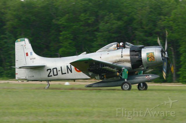 Douglas AD Skyraider (F-AZHK) - F-AZHK - Douglas AD-4N Skyraider, La Ferté Alais Airfield (LFFQ)