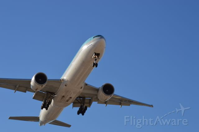 Boeing 777-200 — - Moments from touchdown RNWY 7R