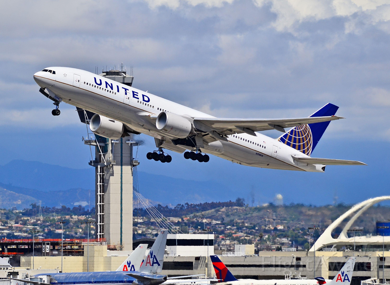 Boeing 777-200 (N798UA) - N798UA United Airlines Boeing 777-222/ER (cn 26928/123)  Los Angeles International Airport (IATA: LAX, ICAO: KLAX, FAA LID: LAX) TDelCoro April 11, 2012