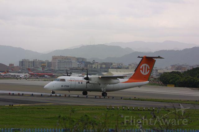 de Havilland Dash 8-200 (B-17201)