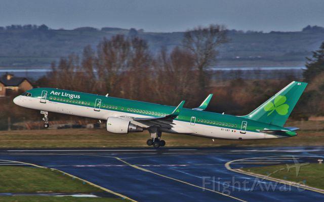 Boeing 757-200 (EI-LBT) - ei-lbt dep shannon 30/1/15.
