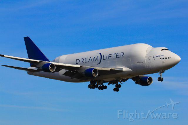 Boeing 747-400 (N718BA) - N718BA Landing at KPAE