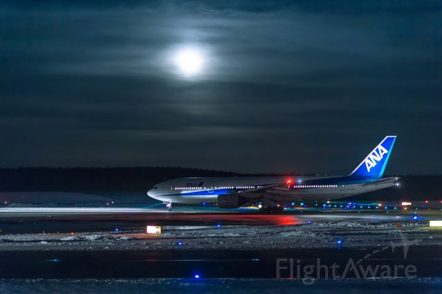 Boeing 777-200 (JA706A) - New Chitose Airport  A10 point,    night with a hazy moon